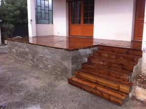 Pose des lames de bois terrasse
